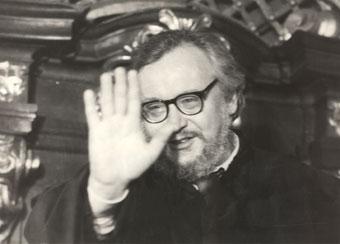Jerzy Grotowski podczas uroczystości odebrania tytułu doktora honoris causa Uniwersytetu Wrocławskiego, 10 kwietnia 1991. Fot. Adam Hawałej