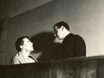 Jerzy Grotowski i Ryszard Cieślak podczas próby Księcia Niezłomnego wg Calderona-Słowackiego w Teatrze Laboratorium we Wrocławiu, 1965. Fot. Marek Czudowski